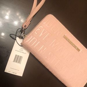 Steve Madden wristlet in blush